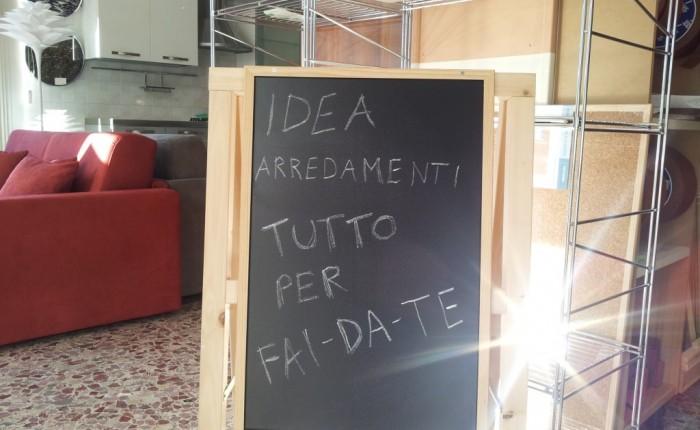 http://www.ideaarredamenticeriale.it/wp-content/uploads/2015/02/cavalletto-portalavagne-1024x768.jpg